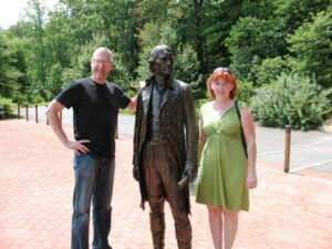 Tourists posing with the life-sized statue of Jefferson at Monticello