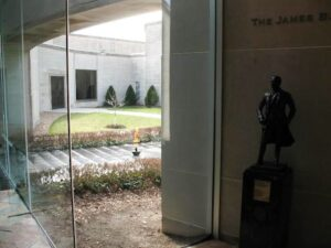 Eternal flame in the central courtyard of the Harry S. Truman Musuem and Library.