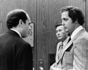 Bugliosi speaks to the defense attorneys at the Manson trial