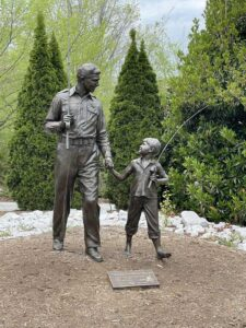 Andy and Opie statue in Mount Airy